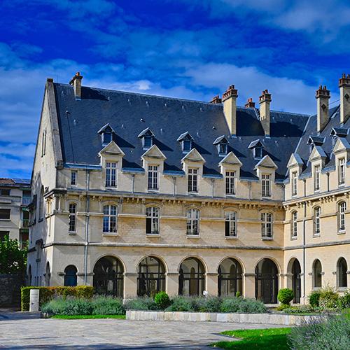 Photo de la façade de l'hôtel Région à Châlons-en-Champagne.